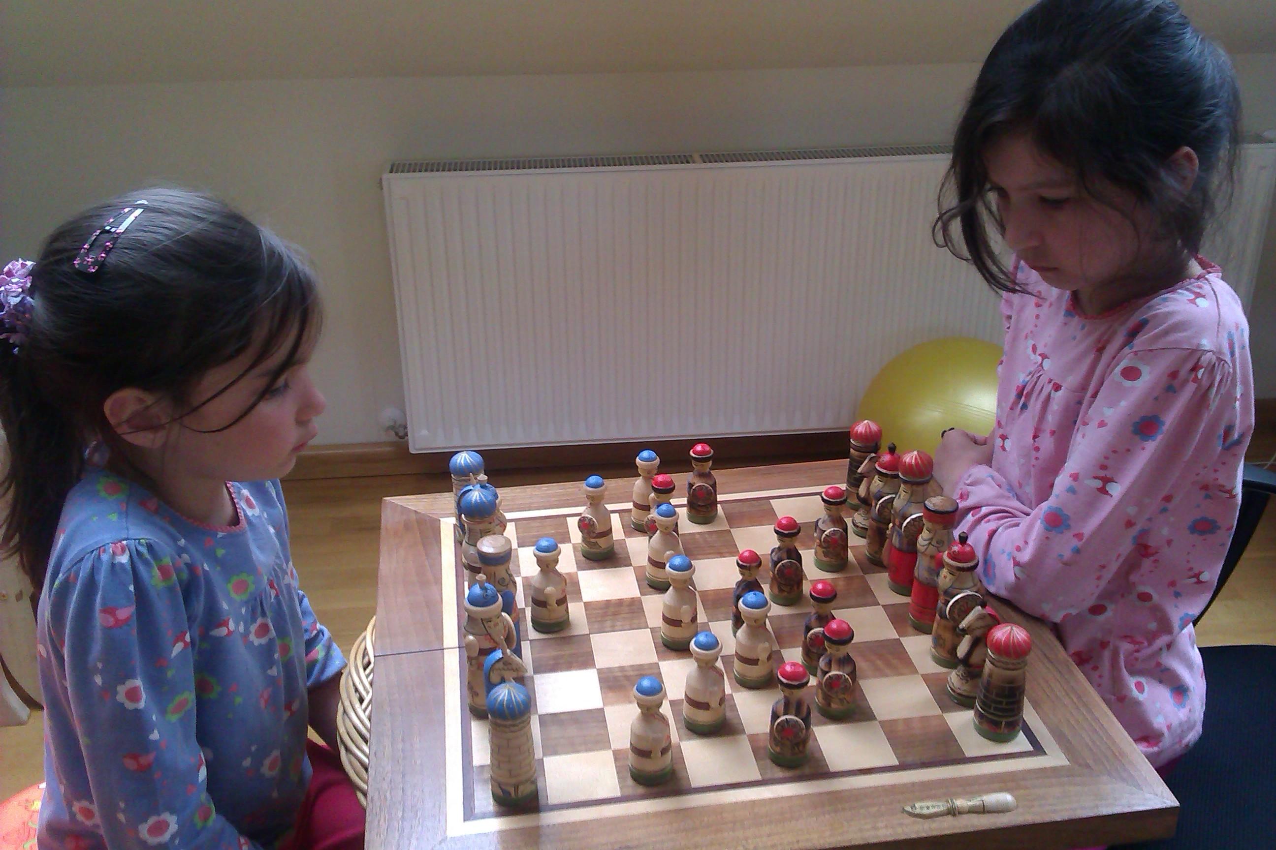 dominika-daniela-chess